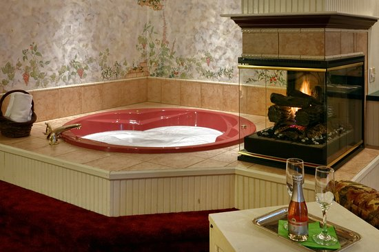 Mount Joy, Pensilvania: Relax in your own private jetted tub in the Carriage House.