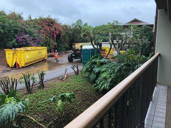 Sheraton Kauai Resort: The construction next to our hotel room.