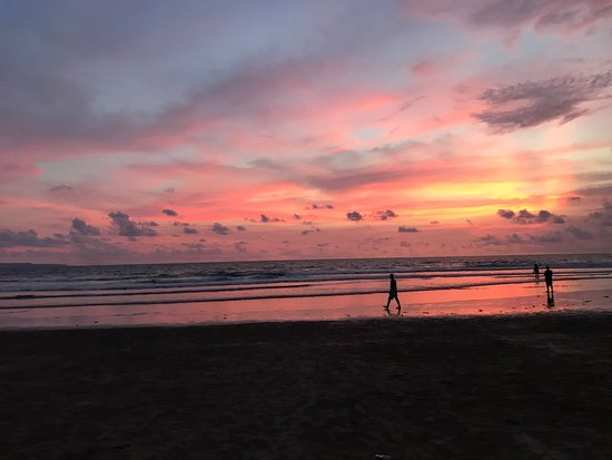 Puri Saron Seminyak: Beautiful sunsets