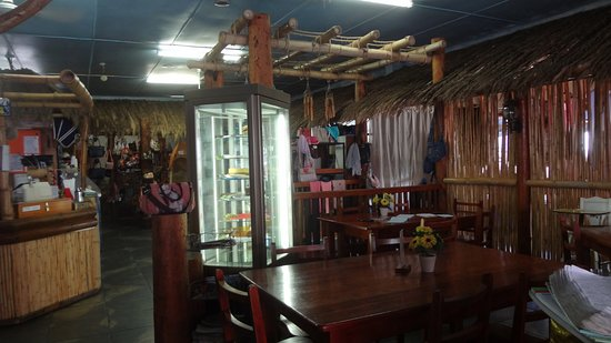 Robertson, South Africa: Birds Paradise gift shop view from restaurant