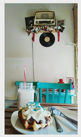 Tasty, cool /cute small place!