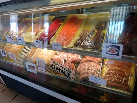 Fish Tales Market & Eatery : fresh fish case in the market side
