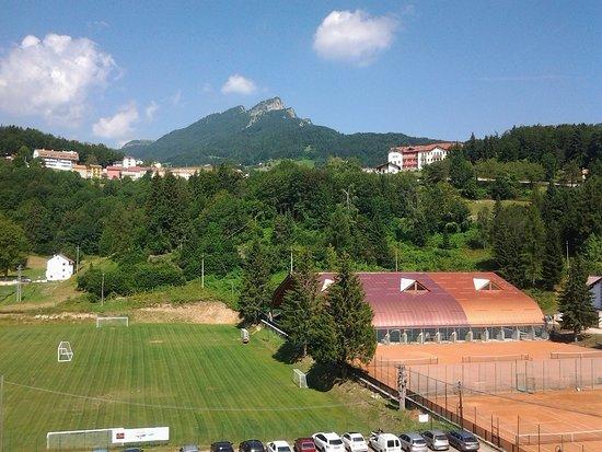 Tonezza del Cimone, Ιταλία: Vista sul campo sportivo di Tonezza