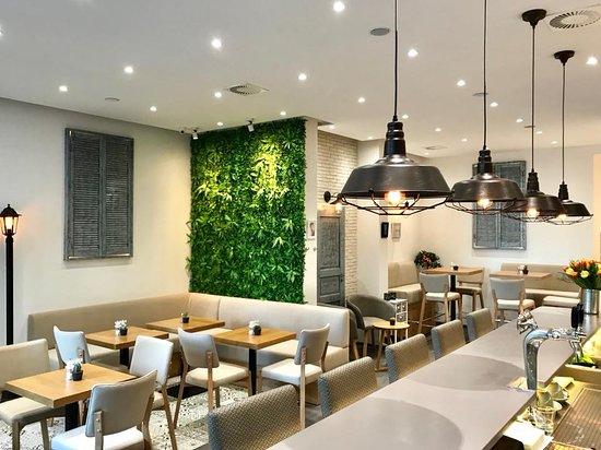 Hinterhof Cafe Restaurant Weinbar Berlin Mitte Borough