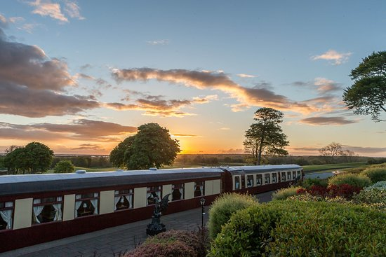 Bushypark, Irlanda: Pullman Restaurant, fine-dining restaurant  aboard two original carriages from the Orient Expres