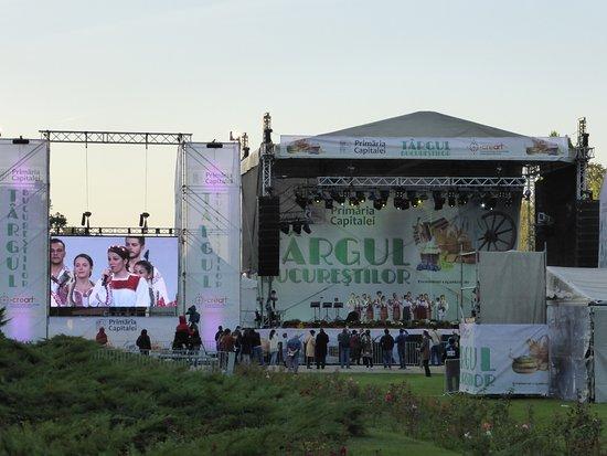 Herastrau Park: Folk singers and dancers performing on main stage