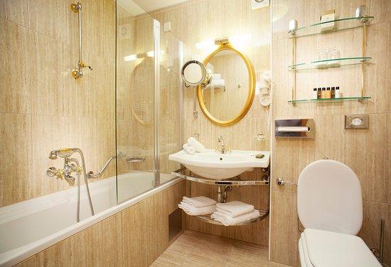 Grand Hotel Toplice: Double room bathroom