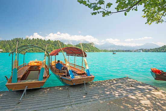 """Grand Hotel Toplice: A ride in the traditional """"pletnja"""" boat to Bled Island"""