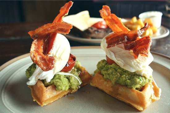 Castle Bromwich, UK: Breakfast Hickory's style - Smashed Avocado & Poached Eggs