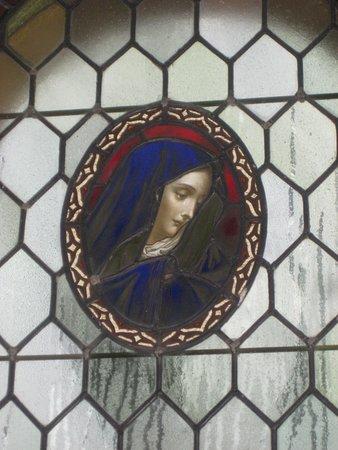Weinfelder Maar - Totenmaar: Kirchenfenster