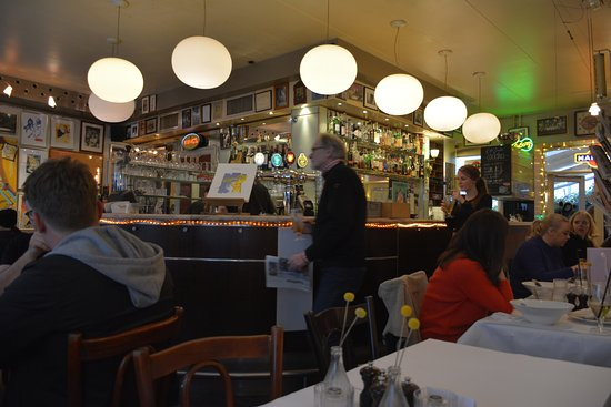 Café Englen: Long bar