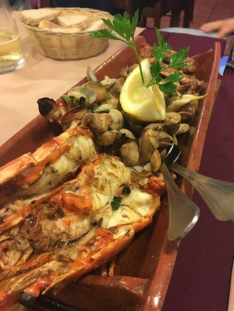 Restaurant  Sabinos: Pork with clams and king prawns