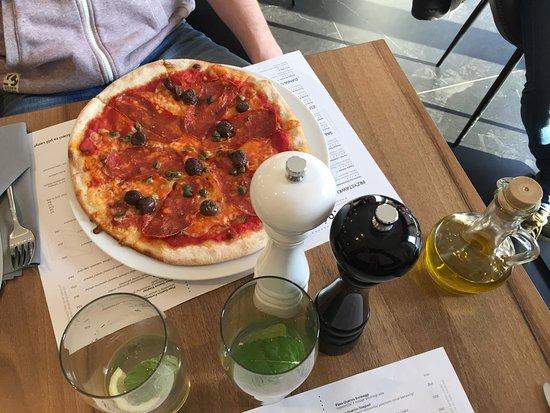 Siemianowice Slaskie, Polônia: Pizza Diavola. Smak jak we włoszech