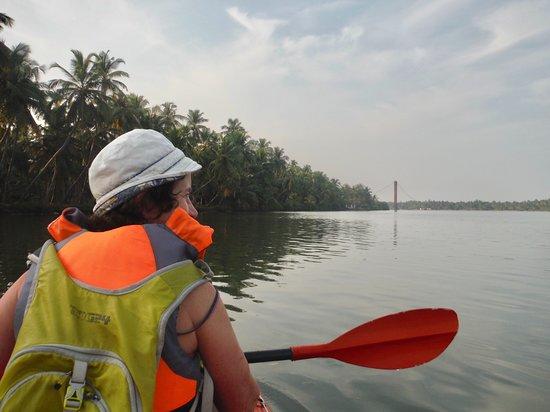 Kavvayi Beach House: Kayaking on the backwater