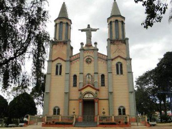 Descalvado, SP: Fachada da Igreja Matriz