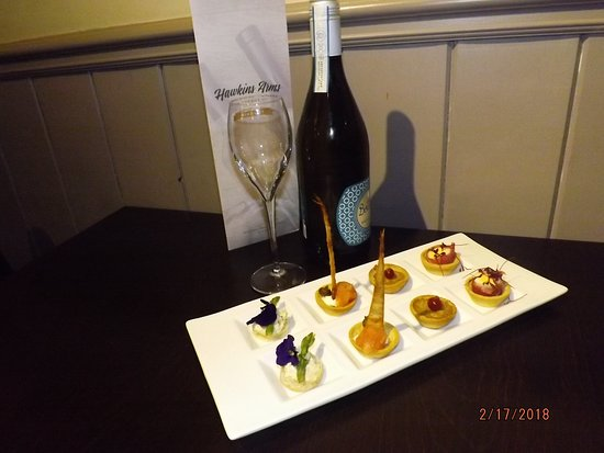 Probus, UK: Champagne & Canapés on Arrival.