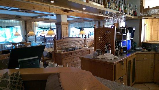 Hotel Central: Speisesaal / Restaurant von der Bar aus gesehen