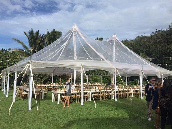 Kilauea, Hawái: Wedding reception tent