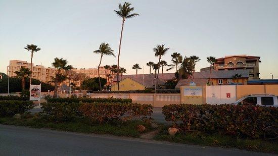 MVC Eagle Beach: Vista dell'albergo