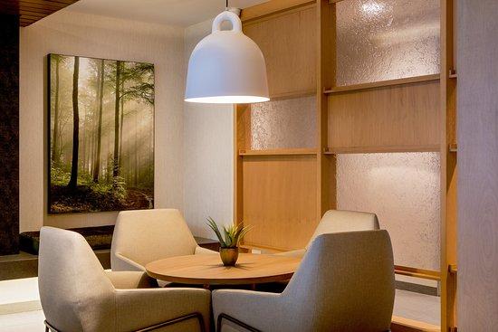 Walpole, Массачусетс: Lounge - Sitting Area