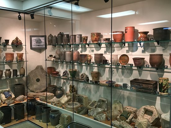 Waynesboro, PA: Renfrew's Bell Pottery Collection