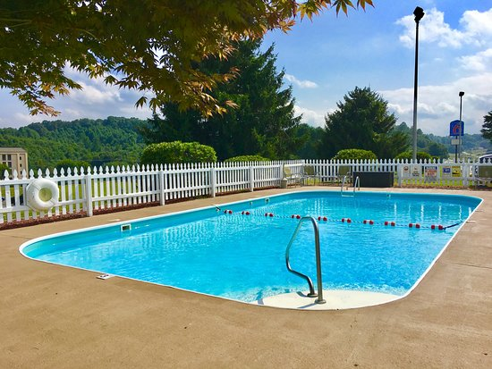 Hillsville, VA: Outdoor Seasonal Pool