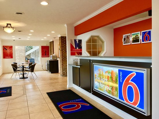 Motel 6 Hillsville Lobby