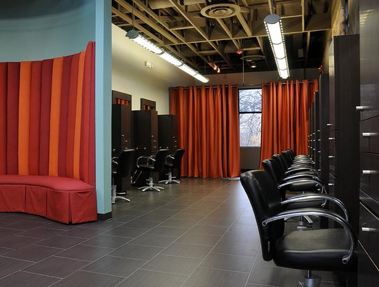 Arlington, TX: Daireds Salon Stations and Pedicure Area