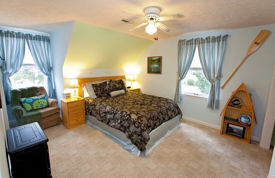 Clay Corner Inn: New River Queen Room #2
