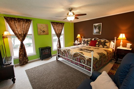 Clay Corner Inn: Cascades King Suite w/ Two Bedrooms #5
