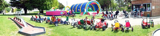 Saint-Nazaire, France: Parc de loisirs karts à pédales châteaux gonflables manège kiosque pour déguster boissons et gla