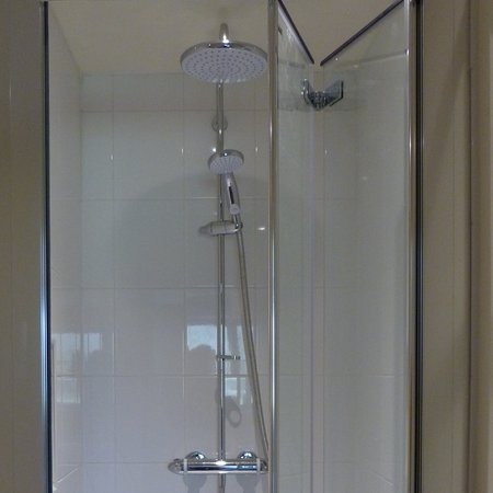 East Chelborough, UK: Cream Room - new shower stall with Mira shower