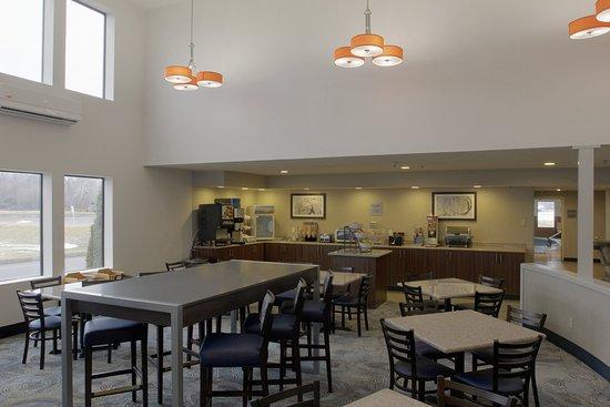 Liverpool, Nova York: Breakfast Dining Area