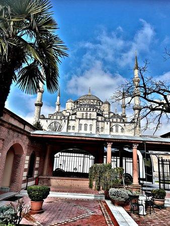 Sultan Palace Hotel: Blick vom Ausgang des Hotels
