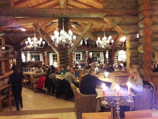 L 39 hotel tout au fond vue du petit chemin pour aller en - Restaurant la table des delices grignan ...