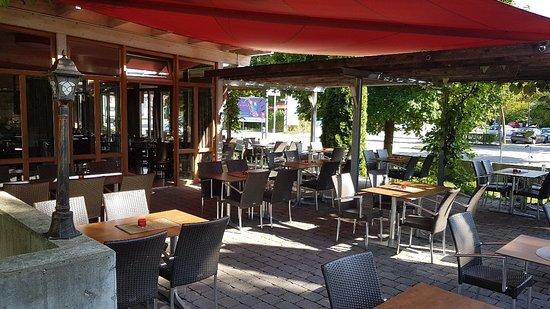 Landau an der Isar, Niemcy: La Vita