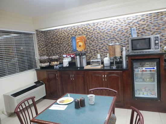Best Western Inn & Suites of Macon: Breakfast - cereals and more