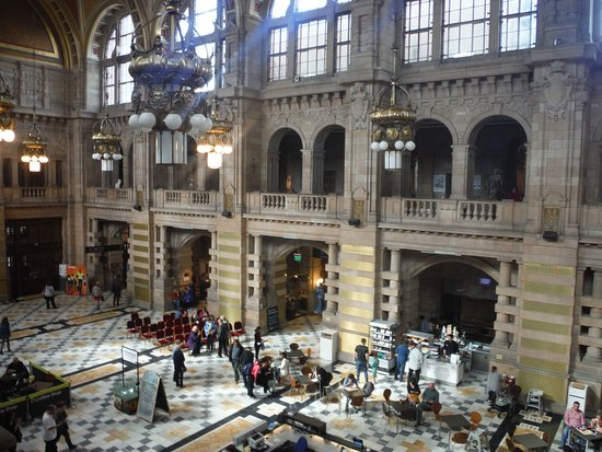 The main hall at the Kelvingrove Art Gallery and Museum. Photo: Malin Pehrsson.