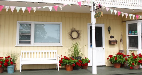 Banbridge Inn: Cheerful Welcome at the Office featuring local handmade bunting.