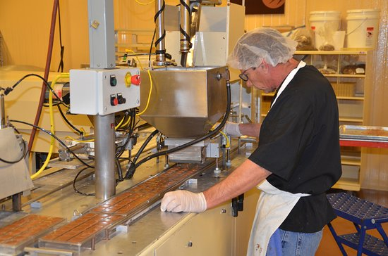 Whetstone Chocolates : Getting the bubbles out!