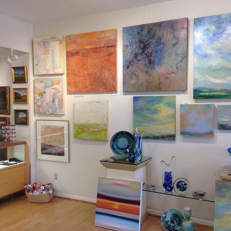 The Little Gallery on Smith Mountain Lake: Love these abstract paintings
