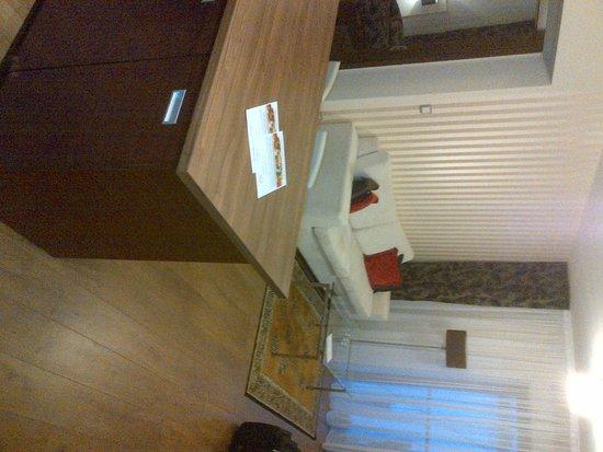 Golden Fish Hotel Apartments: IMG-20121020-00402_large.jpg