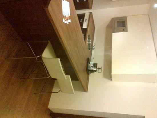 Golden Fish Hotel Apartments: IMG-20121020-00403_large.jpg
