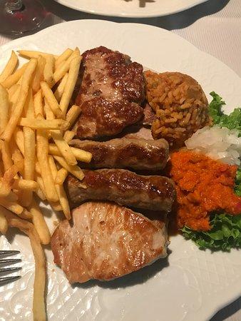 Julich, ألمانيا: Grilled meat mix