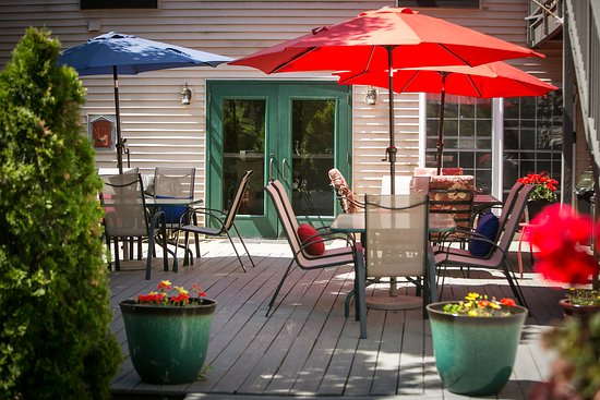 Casco Bay Inn: Patio area