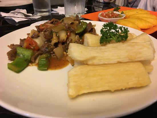 Zapote's Restaurant: beef stir fry with fried yucca