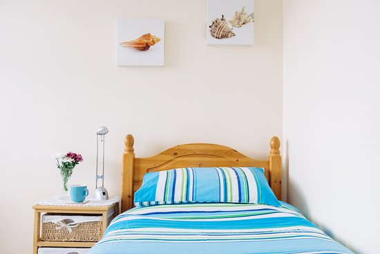Lymehurst Bed & Breakfast:  The adjoining single room on the 1st floor with views to The Great Orme.