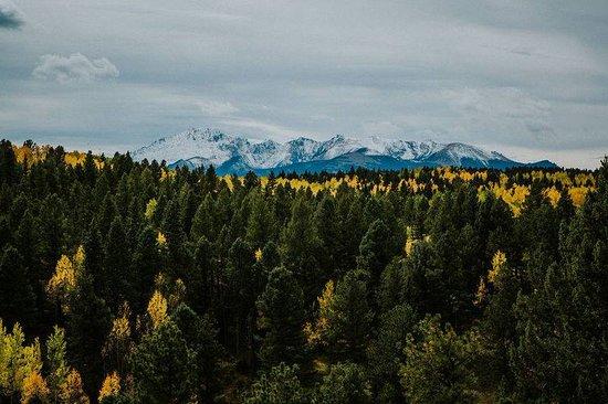 The Edgewood Inn offers stunning views of Pikes Peak