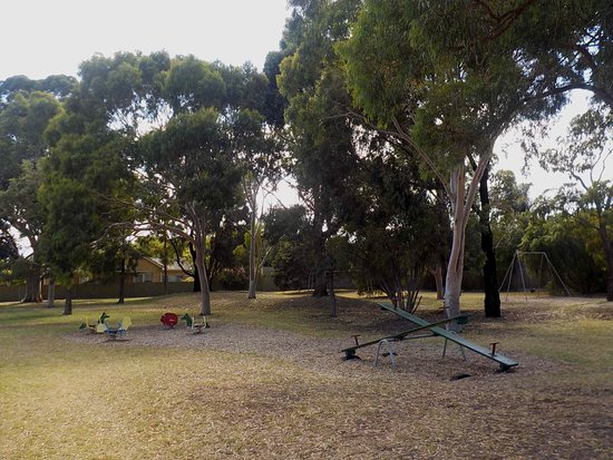 Hampton, Australia: Play equipment and shady trees