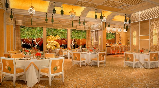 Wing Lei dining room